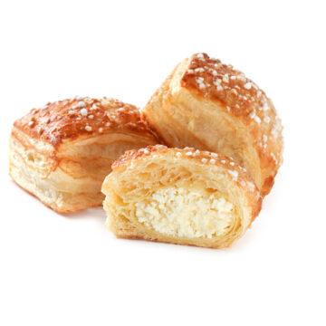 Пиріжки з солодким сиром з листкового тіста можна замовити онлайн з доставкою додому або офісу в усіх містах, де представлені фірмові магазини компанії Еліка