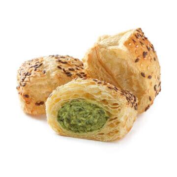 Пиріжки з бринзою та шпинатом із листкового тіста можна замовити онлайн з доставкою до дому або офісу в усіх містах, де представлені фірмові магазини компанії Еліка